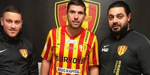 Assisterande tränaren Armando Gabro, Steeven Ribéry och styrelseledamot Daniel Halef. Foto: Syrianska FC