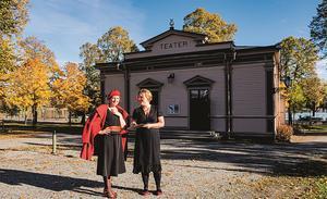 Ulrika Beijer och Cia Olsson stod på Hudiksvalls teaterscen redan som barn. Foto Anna Hedelius