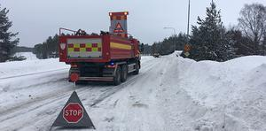 Fem personer i åldrarna 70–85 år och chauffören för sjukresan färdades i minibussen. Vissa av kunderna satt i rullstol och alla var på väg till Sundsvalls sjukhus. Plötsligt fick en mötande personbil sladd och olyckan var ett faktum.
