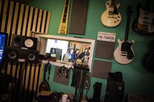 I studion i Nordannälden spelar Triakel in sin nya skiva.