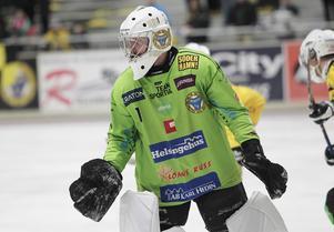 Henrik Rehnvall gjorde en stormatch i derbyt – men det räckte ändå inte långt för ett vingklippt Broberg.