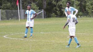 Lagkapten Ishak Ahmed (10) och hans Swesom har det tungt i Dalafyran och är ny nästjumbo efter förlusten mot LFK. Upp till sjätte plats skiljer dock bara en poäng i den superjämna nedre halvan av tabellen.