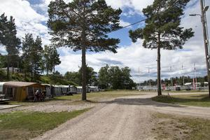 Engesbergs Camping ligger precis vid vattnet och hyser plats åt både turister på besök och säsongare.