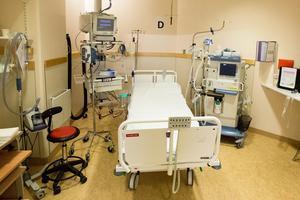 En intensivvårdsplats på Universitetssjukhuset i Örebro som står reda att ta emot en svårt sjuk patient.
