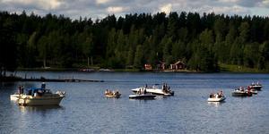 """""""Är det ett evenemang för oss som bor och lever här eller är det för att Runn skall synas som en sjö med stora båtaktiviteter?"""" Foto: Lars Dafgård"""