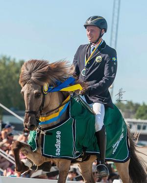 Pierre Sandsten Hoyos tillsammans med hästen Sjór under SM i Borlänge.Bild: Privat