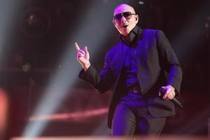 Världsartisten Pitbull följer med Britney Spears till Sandviken. Den amerikanske stjärnan har hundratals miljoner lyssningarna på Spotify. Bild: TT, arkiv.