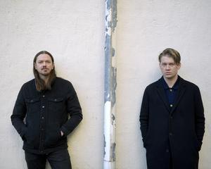 Bild: Oskar Bonde och John Engelbert i singelaktuella rockduon Johnossi. Janerik Henriksson/TT