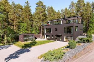 Denna 7-rummare, Skutudden i Falun, var det mest klockade dalaobjektet på Hemnet under vecka 23. Fantastiskt sjöläge med båt- och badplats vid sjön Runn.Foto: Svensk Fastighetsförmedling.