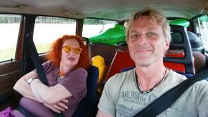 Thomas Váradi på väg till slottet med Claire Wikholm. Foto: Privat