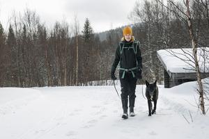 Ida och hennes hund Ninja är ofta ute på tur. Det krävs bra mat för att klara av en aktiv vardag.