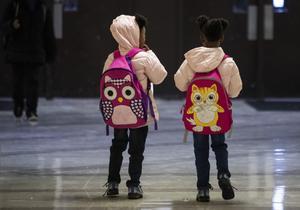 Debattörerna vill att skolan utbildar i barns rättighter. Vid årsskiftet blir FN:s barnkonvention svensk lag. Foto: Ashlee Rezin Garcia/AP Photo