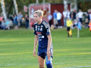 Sarah Elnicky under tiden i Kvarnsvedens IK.