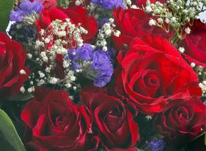 Fyller man 100 år eller mer ska man givetvis ha ett stor blomsterbukett på sin högtidsdag.
