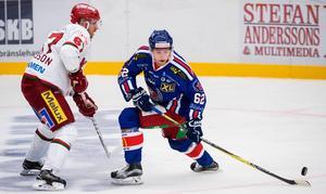 Oskarshamns Manuel Ågren och Modos Tobias Ericsson är två av spelarna som gör upp i Be-Ge Hockey Center under lördagskvällen.
