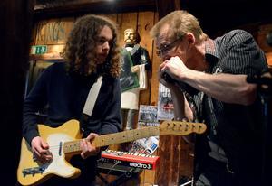 Många bluesmusiker har uppträtt på Hedemora Blues Jams öppna scen. Flera av de unga musikerna tillhör idag Sveriges mest eftertraktade bluesmusiker.Foto: Berit Zöllner