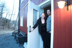 Josephine Hellberg och Max Lestander blev de första invånarna i det växande nya villakvarteret i Spångbro i Sorunda. Dit flyttade de till Farsta. Majoriteten av husköparna i området är barnfamiljer som i dag bor i en annan kommun.