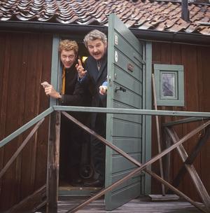 Hasse Alfredson och Tage Danielsson 1969, samma år som de skrev och satte upp Spader Madame! på Oscarsteatern. Foto: KG Kristoffersson/Sjöberg Bildbyrå