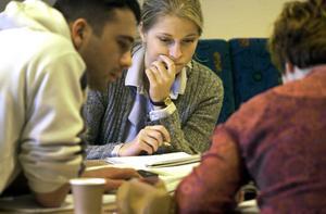 Vägen till studier och yrkesliv kan vara krånglig. Då kan råd från en studievägledare vara bra. FOTO: Gunnar Lundmark/TT