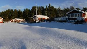Stugan i mitten tillhör Carl Hedlund och hans familj.