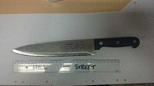 Kniven som 24-åringen hotade polismannen med den 3 mars.