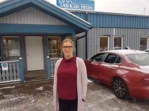Ekonomen Johanna Johansson säger att Avesta kommuns felaktiga agerande fick henne att säga upp sig och skaffa nytt jobb. Foto: Privat