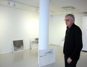 Bengt Svensson skildrar landskapets motsägelsefulla beständighet och förändring i sina bilder.