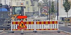 """In i det sista arbetas det med """"nya"""" Drottninggatan. Bilisterna har fått vänja sig vid omvägar under sommaren och hösten."""