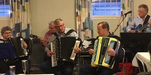 Härjedalsföreningen underhölls musikaliskt av n`Hedlunds.