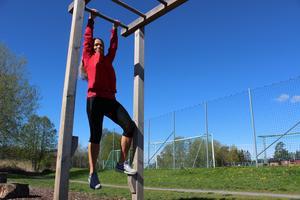 Stegen. Klätterstegen kräver mycket fokus och målinriktning. Ta det lugnt om det känns för tungt - ta din tid att träna upp musklerna först! Tills dess är det perfekt att bara låta kroppen få hänga fritt - det vänjer musklerna.
