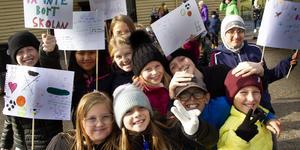 Kampviljan var stor bland eleverna som demonstrerar mot förslaget att lägga ner Håstaskolan.