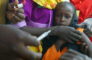 Vaccinationer mot mässling och polio ges i Bahai, vid gränsen mellan Tchad och Sudan. Arkivbild.
