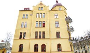 Cathrine och Ulla Skoog gick bland annat längs Staketgatan och Ulla blev förvånad över att det finns så  många fina hus.