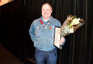 Scoutledaren Ronny Eriksson fick pris som årets ungdomsledare på fullmäktigemötet.