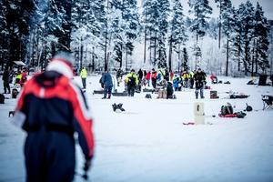 Fiskesäsongen på Stensjön i Grycksbo drog igång på torsdagen och pågår dygnet runt fram till och med den 31 oktober.