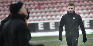 Jake Larsson tränar med ÖSK även under måndagen och tisdagen.