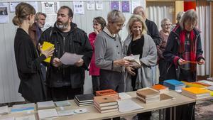 Förutom flera poeter kom det besökare från hela Sverige för att lyssna till poesiläsning och se olika performances.