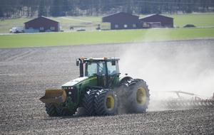 Svenska bönder ska inte få sämre förutsättningar för att det finns problem i andra länder, skriver John Widegren (M).