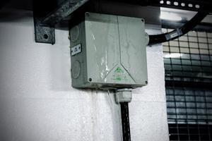 Skifu har stängt av elen efter att de upptäckte at vatten rinner efter väggarna.