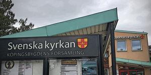 Köpings pastorat stäms på ett skadestånd om 50.000 kronor sedan man enligt ett fackförbund avslöjat personliga uppgifter om en anställd på ett personalmöte.