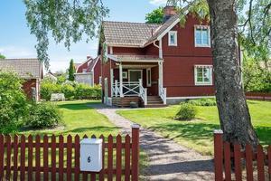 Charmig sekelskiftes villa i omtyckta Övre Norslund med en härlig gårdsinramning.Foto: Länsförsäkringar Fastighetsförmedling