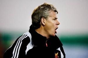 ÖFK:s tränare Kalle Björklund överraskar  med att ställa  om  till 4–4–2 mot Carlstad i  dagens  division 1- premiär.