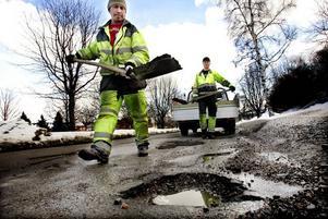Politik handlar om att prioritera, skriver Alliansen i Gävle. Och en kommun måste klara av de grundläggande gemensamma behoven som till exempel underhåll av vägar.