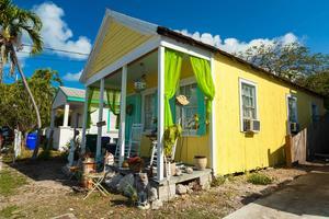 Trähusen i Florida Keys ser väldigt olika ut. På bilden ett exempel från Bahama Village på Key West.   Foto: Fotoluminate LLC/Shutterstock.com