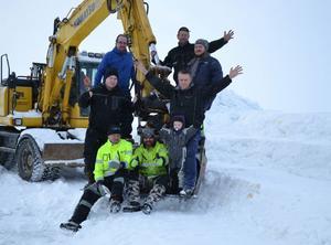 Gänget som ska se till att förhållandena är de bästa tänkbara under Speed Weekend samlade i den grävskopa som ordnar snöläktarna till arrangemanget.