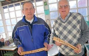 Tore Brinkemo och Bo-Eie Johansson kunde ta i gammalt trä när de träffades för första gången efter 45 år..FOTO: LEIF OLSSON