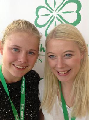 Therese Hedberg Lundblad (till vänster på bilden) stödjer partistämmans linje att flyktingar som söker asyl i Sverige ska kunna göra det från svenska ambassader i sina hemländer.