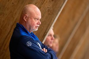 Leksandstränaren Roger Melin vill se bättre fart och mer intensitet från spelarna mot Örebro. Foto: Michael Erichsen/Bildbyrån.
