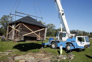 Sju ton vägde dasset, som nu kommer att genomgå en fullständig restaurering. I slutet av oktober ska arbetet vara klart.