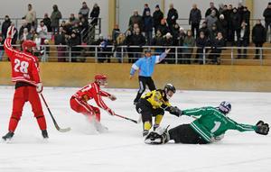 Tero Määttälä 4–2-mål precis i slutet av första halvlek blev också början till slutet för Nitro/Nora i derbyt mot ÖSK Bandy.